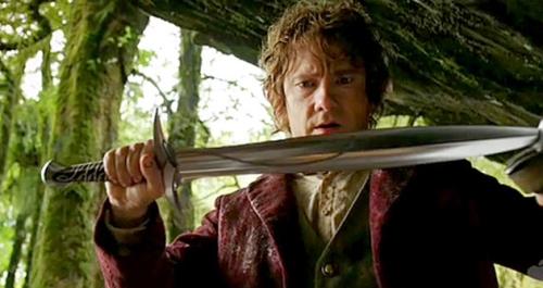 Bilbo se encuentra con su espada Dardo.