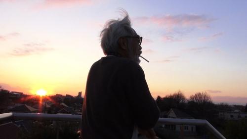 El maestro Miyazaki ensimismado.